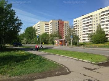 На фото видно: Бисертская улица, 23; Бисертская улица, 25; Бисертская улица, 27. Екатеринбург (Свердловская область)