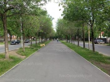 На фото видно: Кировградская улица, 49. Екатеринбург (Свердловская область)