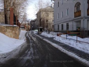 На фото видно: Курьинский переулок, 7; Студенческая улица, 44; Студенческая улица, 46. Екатеринбург (Свердловская область)