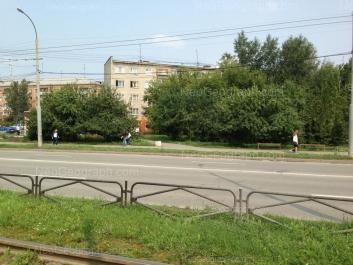 На фото видно: Старых Большевиков улица, 84 к1; Старых Большевиков улица, 86а. Екатеринбург (Свердловская область)