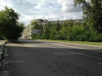 На фото видно: Орджоникидзе проспект, 3; Банникова улица, 1. Екатеринбург (Свердловская область)