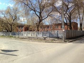 На фото видно: Надеждинская улица, 4. Екатеринбург (Свердловская область)