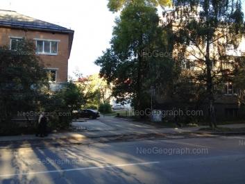 На фото видно: Блюхера улица, 13; Блюхера улица, 15. Екатеринбург (Свердловская область)