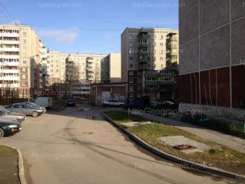 На фото видно: Крестинского улица, 11; Крестинского улица, 19; Крестинского улица, 23. Екатеринбург (Свердловская область)