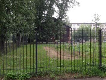 На фото видно: Донская улица, 32; Лобкова улица, 50. Екатеринбург (Свердловская область)