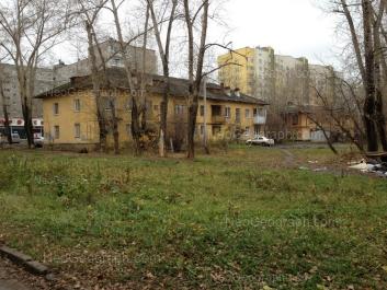 На фото видно: Июльская улица, 19; Июльская улица, 24; Июльская улица, 24а. Екатеринбург (Свердловская область)