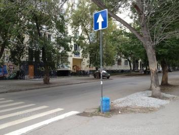 На фото видно: Мамина-Сибиряка улица, 102; Мамина-Сибиряка улица, 104. Екатеринбург (Свердловская область)