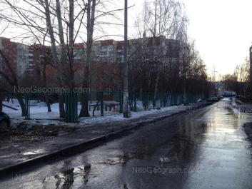 На фото видно: Уральская улица, 59А (Детский сад №563, Улыбка); Уральская улица, 59. Екатеринбург (Свердловская область)