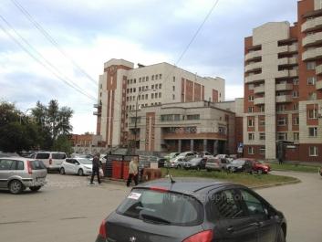 На фото видно: Серова улица, 38; Серова улица, 40. Екатеринбург (Свердловская область)