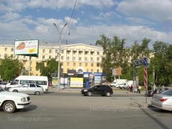 На фото видно: 8 Марта улица, 84 (Центральная городская клиническая больница №6 ). Екатеринбург (Свердловская область)