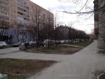 На фото видно: Испанских Рабочих улица, 26; Испанских Рабочих улица, 28. Екатеринбург (Свердловская область)