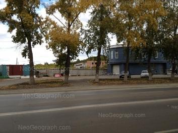 На фото видно: Шефская улица, 122. Екатеринбург (Свердловская область)