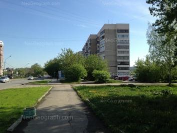 На фото видно: Бисертская улица, 32. Екатеринбург (Свердловская область)