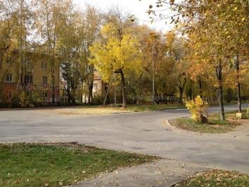 На фото видно: Кировградская улица, 29; Кировградская улица, 31; Кировградская улица, 33. Екатеринбург (Свердловская область)