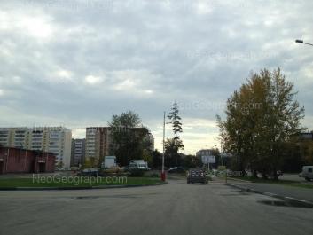 На фото видно: Билимбаевская улица, 14; Билимбаевская улица, 17; Расточная улица, 24. Екатеринбург (Свердловская область)