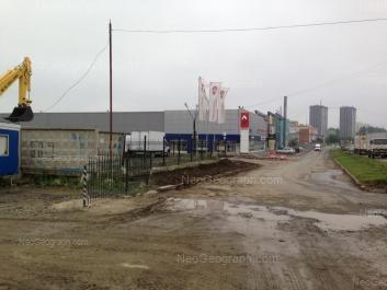 На фото видно: Таганская улица, 60А (Рабочая лошадка, техно-торговый центр). Екатеринбург (Свердловская область)