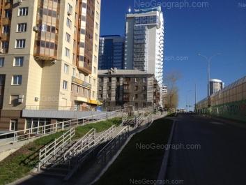 На фото видно: Московская улица, 66 (Московский, жилой комплекс); Московская улица, 68; Московская улица, 70. Екатеринбург (Свердловская область)