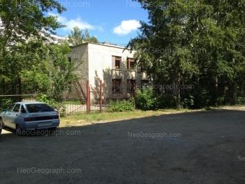 На фото видно: Индустрии улица, 24А (Детский сад №129, Колокольчик); Индустрии улица, 24. Екатеринбург (Свердловская область)