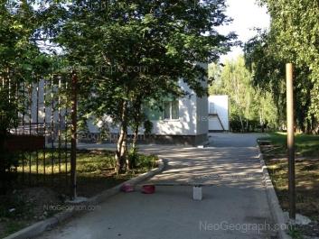 На фото видно: Громова улица, 142а (Детская городская больница №5. Поликлиника №2/2). Екатеринбург (Свердловская область)