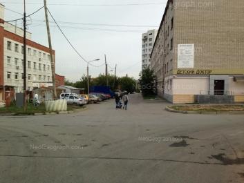 На фото видно: Нагорная улица, 46; Нагорная улица, 48 (Детская городская больница №11). Екатеринбург (Свердловская область)