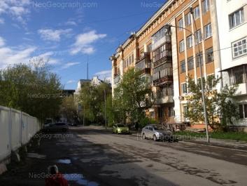 На фото видно: 8 Марта улица, 2; Антона Валека улица, 8; Володарского улица, 4. Екатеринбург (Свердловская область)