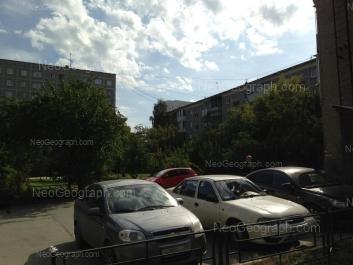 На фото видно: Крауля улица, 48/1; Крауля улица, 48/2. Екатеринбург (Свердловская область)