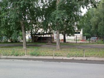 На фото видно: Ломоносова улица, 67 (Детский сад №10, Яблочко). Екатеринбург (Свердловская область)