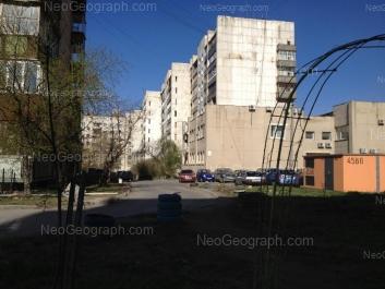 На фото видно: Гурзуфская улица, 28; Гурзуфская улица, 32; Радищева улица, 63. Екатеринбург (Свердловская область)