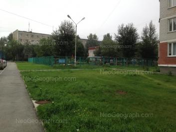 На фото видно: Парниковая улица, 20 (Детский сад №317, комбинированного вида); Парниковая улица, 22. Екатеринбург (Свердловская область)