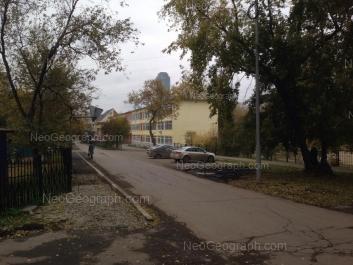 На фото видно: Бажова улица, 139 (Гимназия №94). Екатеринбург (Свердловская область)
