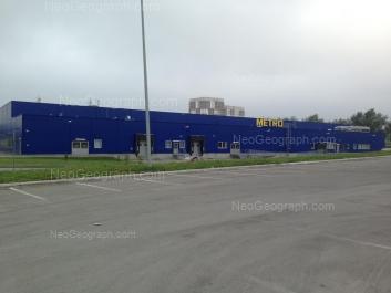 View to: Kosmonavtov avenue, 102А (Метро Кэш энд Кэрри, центр мелкооптовой тоговли). Yekaterinburg (Sverdlovskaya oblast)