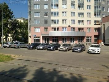 На фото видно: Кузнецова улица, 5 (Школа №77); Кузнецова улица, 7. Екатеринбург (Свердловская область)