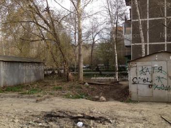 На фото видно: Посадская улица, 44/1; Посадская улица, 46. Екатеринбург (Свердловская область)