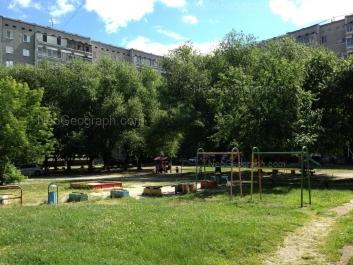 На фото видно: Стахановская улица, 27. Екатеринбург (Свердловская область)