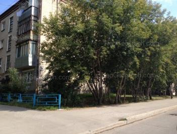 На фото видно: Хрустальная улица, 45; Хрустальная улица, 47. Екатеринбург (Свердловская область)