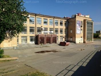 На фото видно: Космонавтов проспект, 23 (Уральский Центр Народного Искуства). Екатеринбург (Свердловская область)