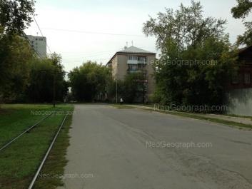 На фото видно: Красноуральская улица, 6. Екатеринбург (Свердловская область)