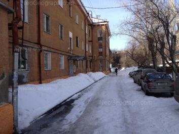 На фото видно: Курьинский переулок, 1; Курьинский переулок, 5; Комсомольская улица, 39. Екатеринбург (Свердловская область)