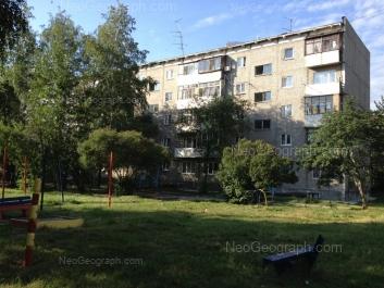 На фото видно: Серафимы Дерябиной улица, 49/3. Екатеринбург (Свердловская область)