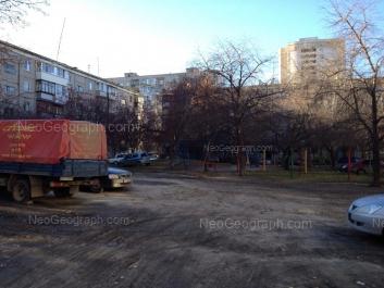 На фото видно: Шаумяна улица, 105/3; Шаумяна улица, 105/2. Екатеринбург (Свердловская область)