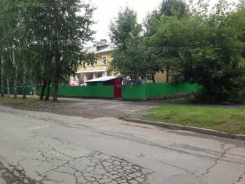 На фото видно: Энтузиастов улица, 50А (Детский сад №151, Академия детства). Екатеринбург (Свердловская область)