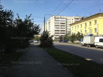 На фото видно: Красноуральская улица, 22; Красноуральская улица, 23. Екатеринбург (Свердловская область)