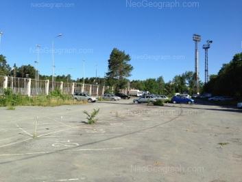 На фото видно: Бакинских Комиссаров улица, 6 (Спортивный комплекс Уралмаш). Екатеринбург (Свердловская область)