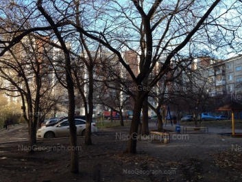 На фото видно: Шаумяна улица, 103/1; Шаумяна улица, 105/3; Шаумяна улица, 105/1. Екатеринбург (Свердловская область)