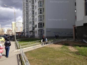 На фото видно: Надеждинская улица, 22Б; Таватуйская улица, 10; Таватуйская улица, 10а. Екатеринбург (Свердловская область)