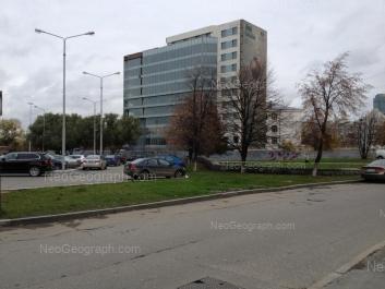 На фото видно: 8 Марта улица, 2; Антона Валека улица, 8; Октябрьская площадь, 5. Екатеринбург (Свердловская область)