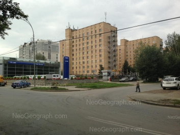 View to: Aptekarskaya street, 35; Aptekarskaya street, 37; Selkorovskaya street, 22 (Lucky Motors, автосалон); Selkorovskaya street, 34. Yekaterinburg (Sverdlovskaya oblast)