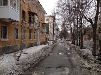 На фото видно: Краснофлотцев улица, 5; Краснофлотцев улица, 10; Краснофлотцев улица, 12. Екатеринбург (Свердловская область)