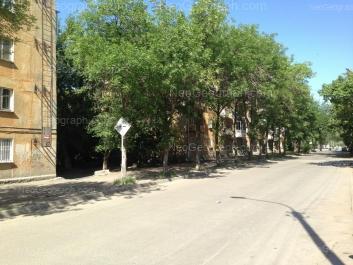На фото видно: Медицинский переулок, 9; XXII Партсъезда улица, 19. Екатеринбург (Свердловская область)