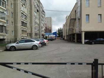 View to: 40-letiya Oktiabrya street, 73; 40-letiya Oktiabrya street, 75 (Калинка, торговый центр); Vosstaniya street, 56/4 (Монетка, супермаркет). Yekaterinburg (Sverdlovskaya oblast)